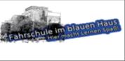 Fahrschule im blauen Haus